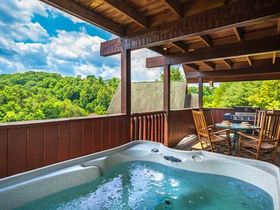 Photo for Great Location, Hot Tub, FREE Area Attraction Tickets.