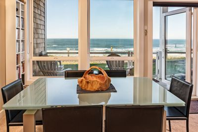 KITCHEN & DINNING OVERLOOKING THE OCEAN