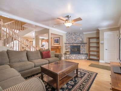Photo for Upgraded Tahoe home with spa, 10 min to 3 great ski resorts, walk to the lake