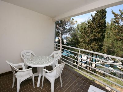 Photo for One bedroom apartment with terrace and sea view Mandre, Pag (A-6474-b)