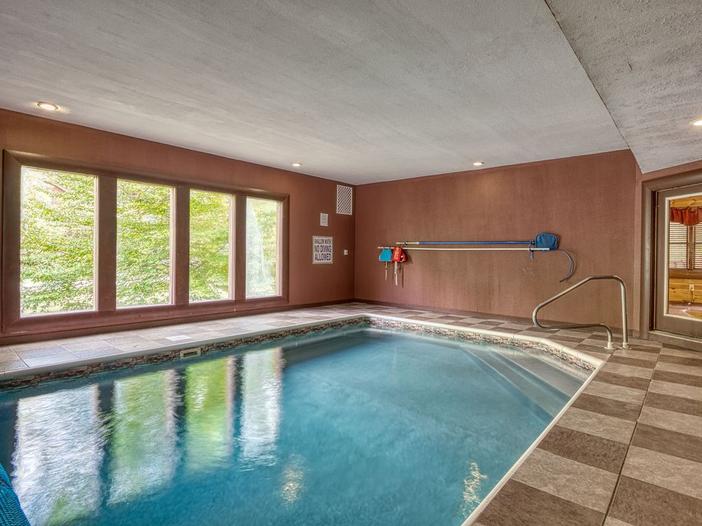 5 Bedroom Private Indoor Swimming Pool Cabin with Home ...