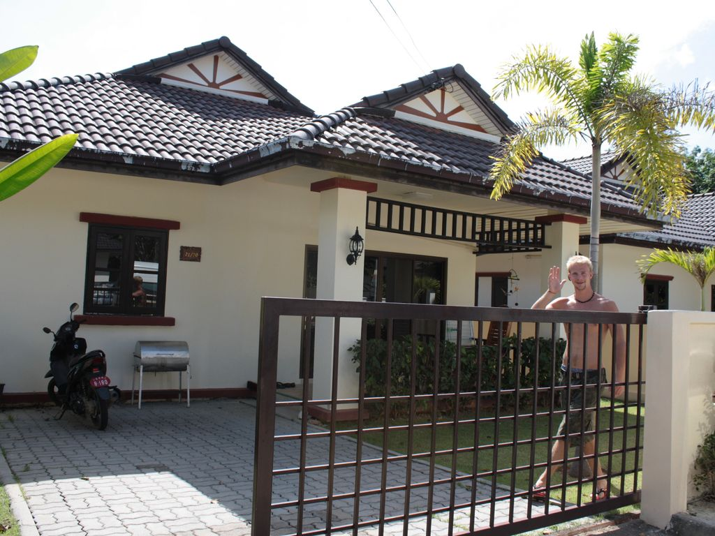 Nice house in khao lak close proximity to shopping for Tours of nice houses
