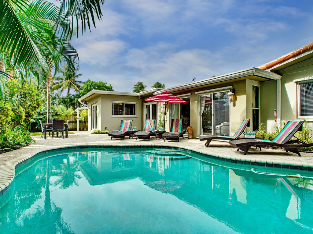 Private Pool Area With Lounge Chairs And Table Seating. Pool Towels  Provided!