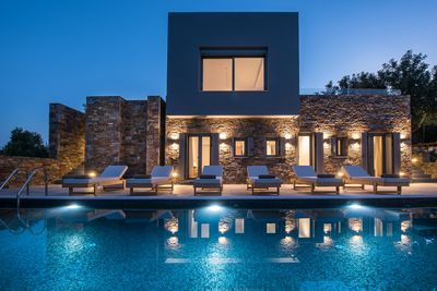 Amazing pool by night
