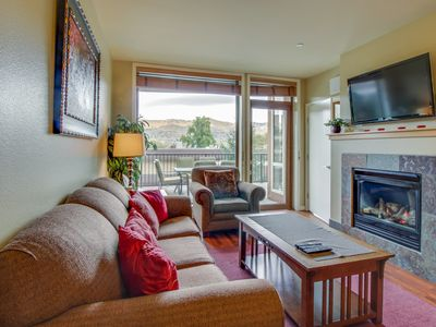 Photo for Quiet condo with private balcony, shared hot tub & pool access