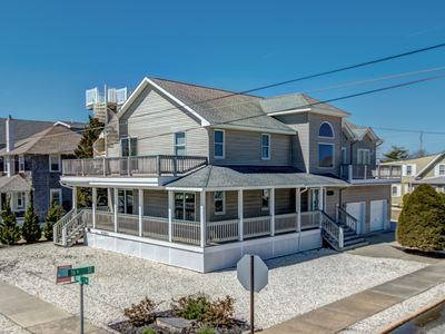 Photo for Spiral stair to the rooftop deck offering fantastic ocean and bay views