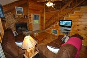 Bearfootin Too Chalet with WIFI, Pet Friendly, Hot Tub