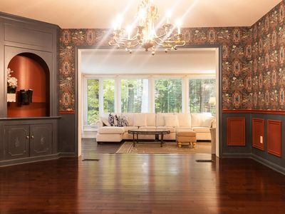 Photo for Luxury Home on the Parkway in Niagara on the Lake