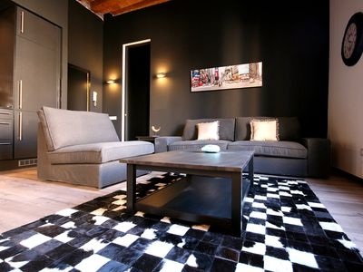 Photo for VIII. Barceló apartment in Eixample Dreta with WiFi, air conditioning, balcony & lift.