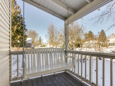 Photo for Cozy, dog-friendly home w/ central location only minutes away from the lake!