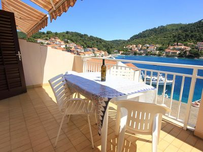Photo for Two bedroom apartment with terrace and sea view Brna (Korčula)