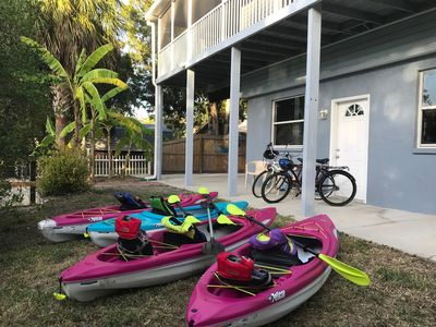 4 kayaks, and 2 bikes included!