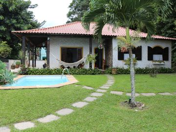 Colonial house on the beach, with garden, pool, garage barbecue