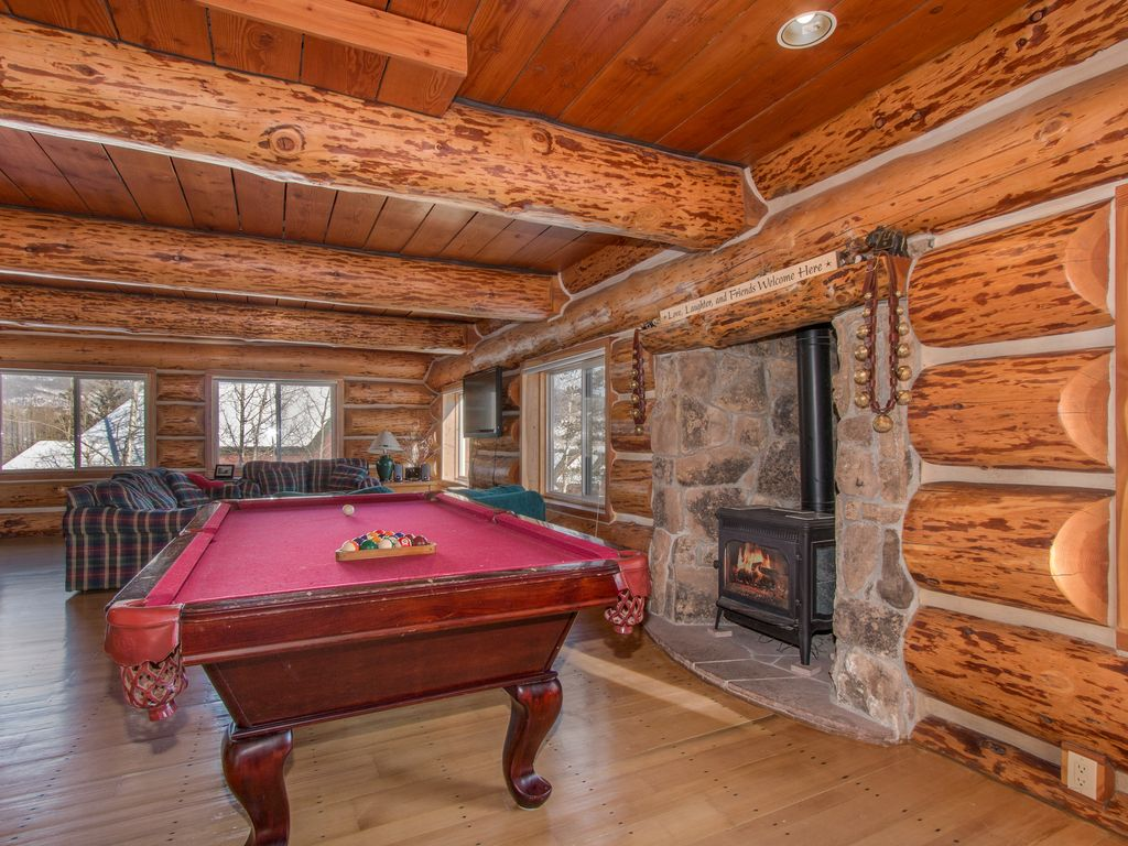 Huge Mountain Lodge Sleeps Hot Tub Gr VRBO - Huge pool table