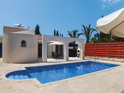 Photo for A great villa in a quiet cul de sac - a short stroll to sandy bay & watersports & commercial centres