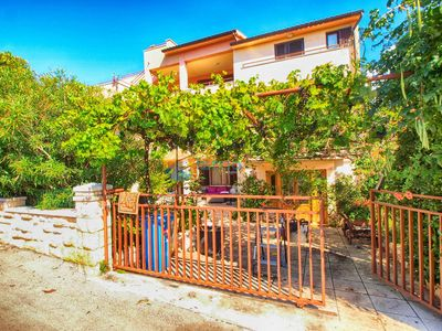 Photo for Apartment 1202/11040 (Istria - Banjole), Budget accommodation, 450m from the beach
