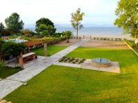 The villa was beautiful in a stunning location right on a clean sandy beach with stunning views.