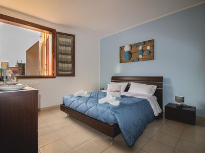 Photo for Sole nel Barocco.  apartment in Lecce with WiFi, integrated air conditioning & balcony.
