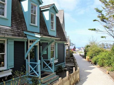 Photo for Something Blue: 3 BR / 2.5 BA seabrook in Pacific Beach, Sleeps 10
