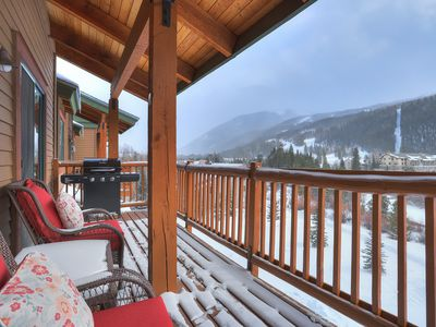 Photo for Tenderfoot 2670 Walk to Slopes, Free Wifi, Hair Dryer, Garage Parking, Corner Unit by Summitcove Lodging