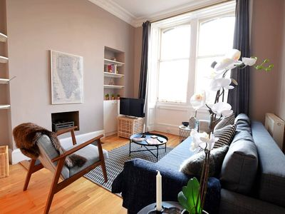 Photo for Lovely and Intimate Edinburgh City Centre Apartment (sleeps 5)