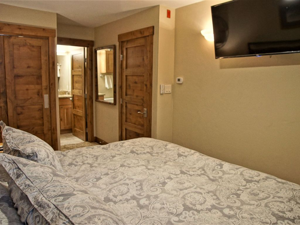 Available as a 3 or 4-Bedroom, Heated Pool & Hot Tub  (202884-3842)