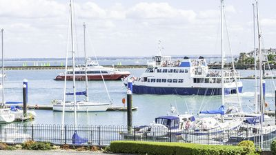 Photo for Cowes 2 Bedrooms 2 Bathrooms With Marina Views, Good Reviews And Rates