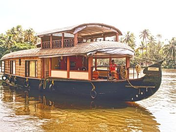 The Grand 2BR Houseboat with AC & COOK