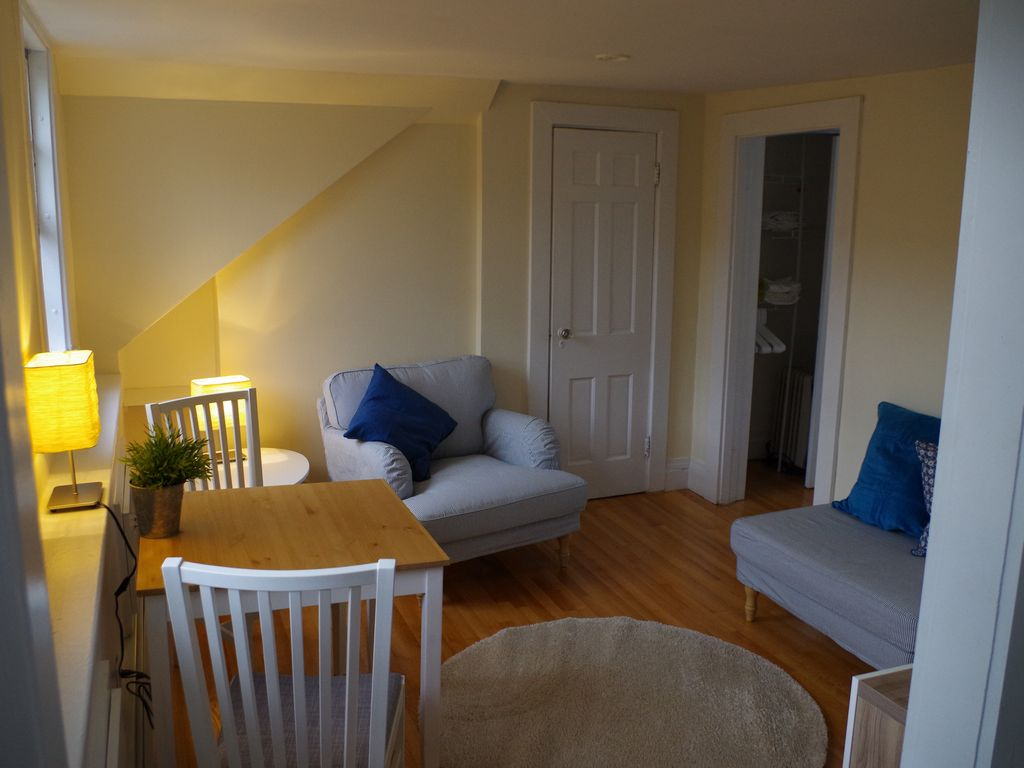 Sunny 1 Bed Apartment Central Boston: Bay Village, Back Bay, South End, Theatres
