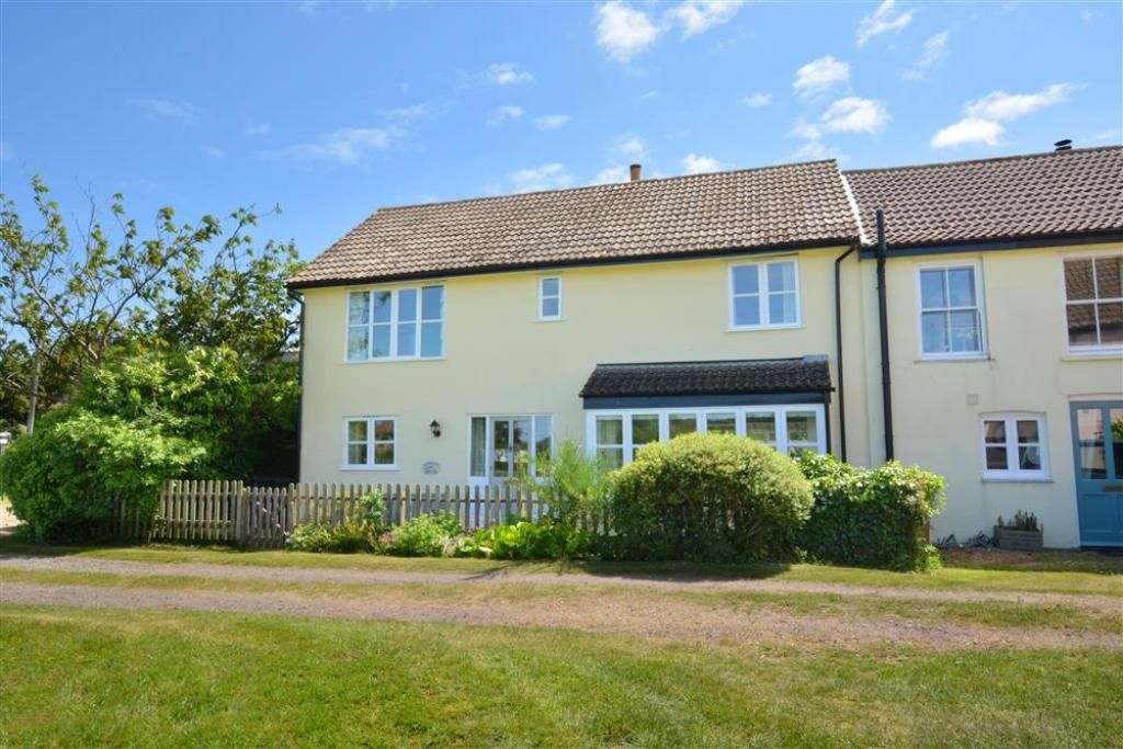 River S End Four Bedroom Cottage Sleeps 8 Horsey Norfolk