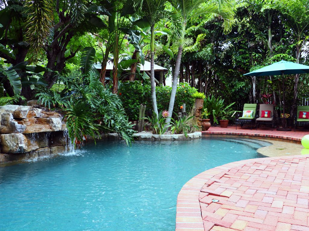 Tropical bungalow heated saltwater pool h homeaway for Bungalow on rent in khandala with swimming pool