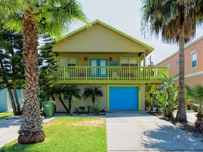 Photo for Upstairs apartment w/ front porch & backyard!