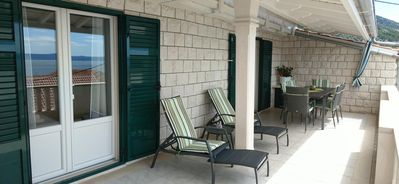 Photo for Three bedroom apartment with terrace and sea view Bol, Brač (A-13121-b)