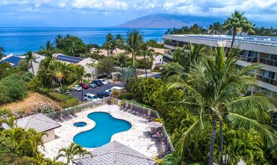 Photo for 1BR Condo w/ partial ocean view in Southern Maui; pools, BBQ area, kitchen.