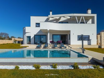 Photo for Charming villa with private pool near Visnjan