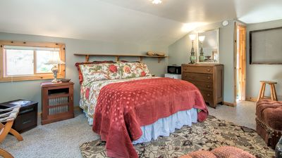 2nd Level queen bedroom with en suite bathroom; mini fridge and microwave