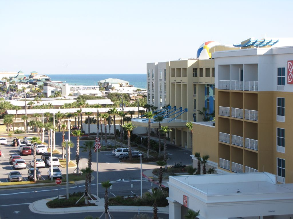 Waterscape A615 Beautifully Appointed Amp Top Floor Location Free Beach Service Okaloosa Island