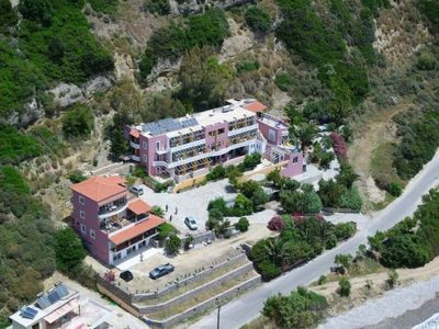 Photo for 1BR Apartment Vacation Rental in Rethimno