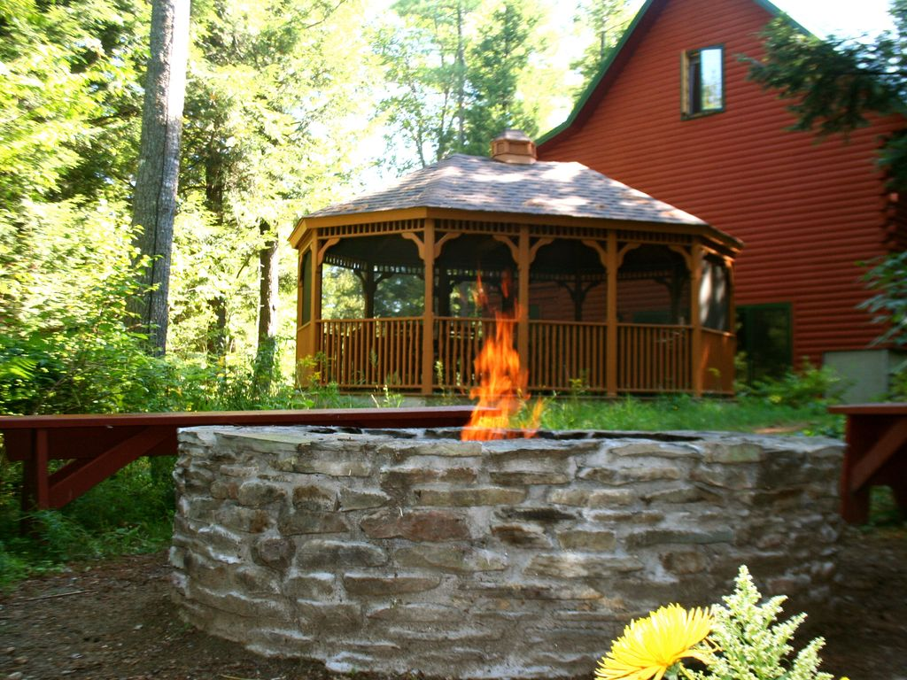 Charming cabin sunday river only 8 5 mi away huge gazebo for Cabin rentals in maine with hot tub