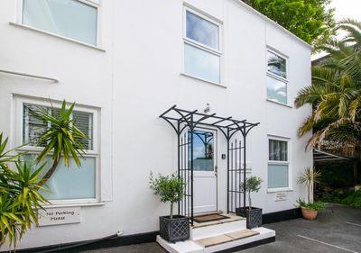 The White House - Two Bedroom House, Sleeps 4 - Torquay City Centre