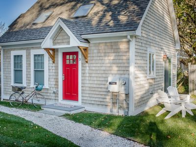 Charming Cottage, 1 block from the beach