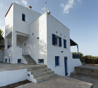Photo for Secluded 4-bedroom villa for those who love the sun, the sea and/or hiking.