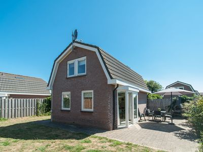 Photo for Detached holiday home at the foot of the dunes, ideal location near beach and sea