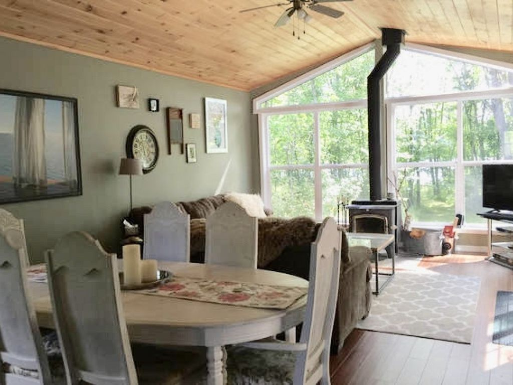 Lakefront Cozy Cottage only 2.5hrs from T.O