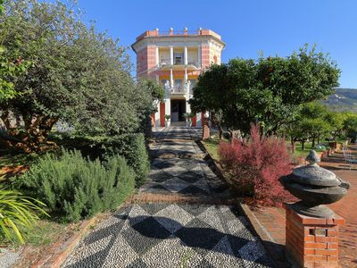 Photo for At 1 km from the sea ... relax in apartment in Villa with private swimming pool