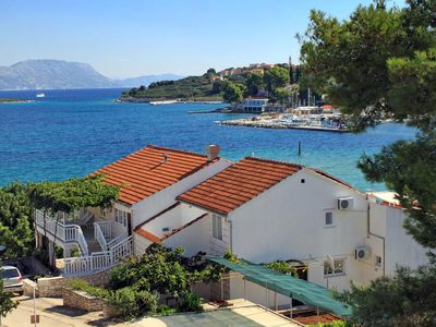 Photo for Apartment in Lumbarda (Korčula), capacity 2+2