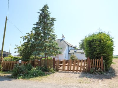 Photo for GRANGE FARM COTTAGE, pet friendly in Sutton Bridge, Ref 929599