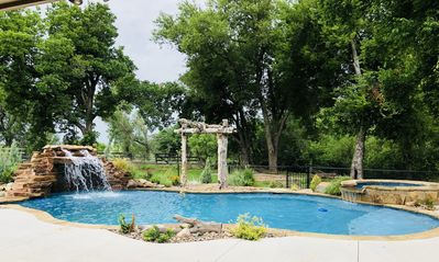 French Country Estate with Oasis Pool and Spa 20 min from OKC. Sleeps 14+
