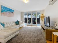 Lovely clean and beautifully furnished apartment , 2 min walk to the beach !
