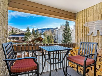 Photo for Lionshead by the gondola/slopes,shared area hot tub, walk to dining/shops, views